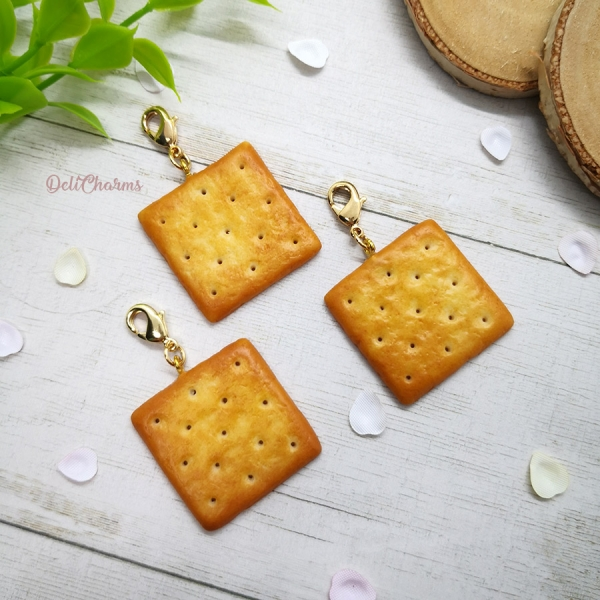 miniature cream cracker jewelry delicharms
